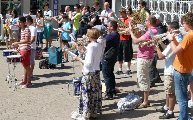 L harmonie des mineurs a offert une vraie surprise aux habitants photo christine liogier